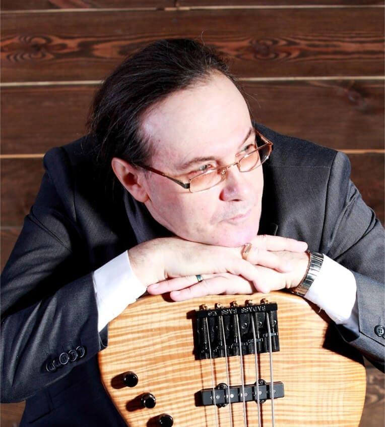 преподаватель игры по гитаре Юрий Иванович Редозубов